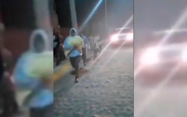 #Video Huyen en San Felipe, Guanajuato, tras falso rumor de rotura de presa por sismo - Habitantes huyen de San Bartolo en San Felipe, Guanajuato