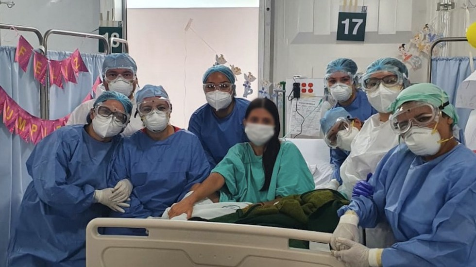 Paciente de trasplante se recupera de COVID-19 y celebra su cumpleaños en hospital - Paciente de trasplante se recupera de COVID-19 y celebra su cumpleaños en el IMSS. Foto de IMSS