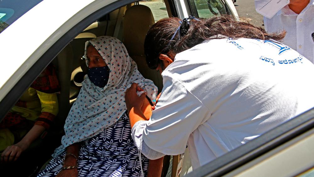 India administra más de 25 millones de vacunas anticovid en un solo día - India vacunas covid