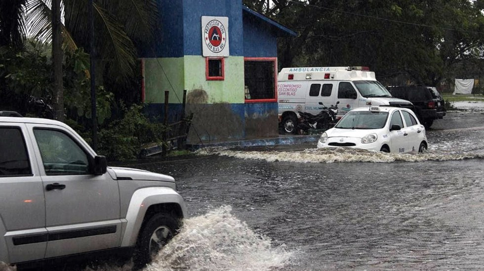 Se forma la depresión tropical 15-E frente a costas de Colima y Jalisco - Inundaciones San Blas Nayarit Depresión tropical