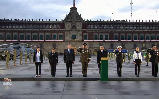 López Obrador recuerda a víctimas de sismos de 1985 y 2017 - Izamiento de Bandera por víctimas de sismos 1985 y 2017