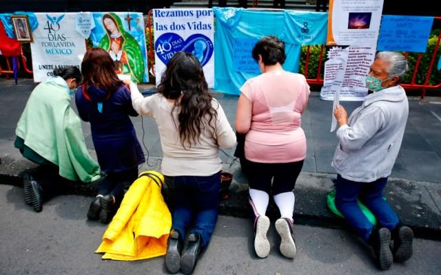Debemos ser respetuosos de la legalidad: AMLO sobre despenalización del aborto - manifestación mujeres pro vida aborto SCJN Corte