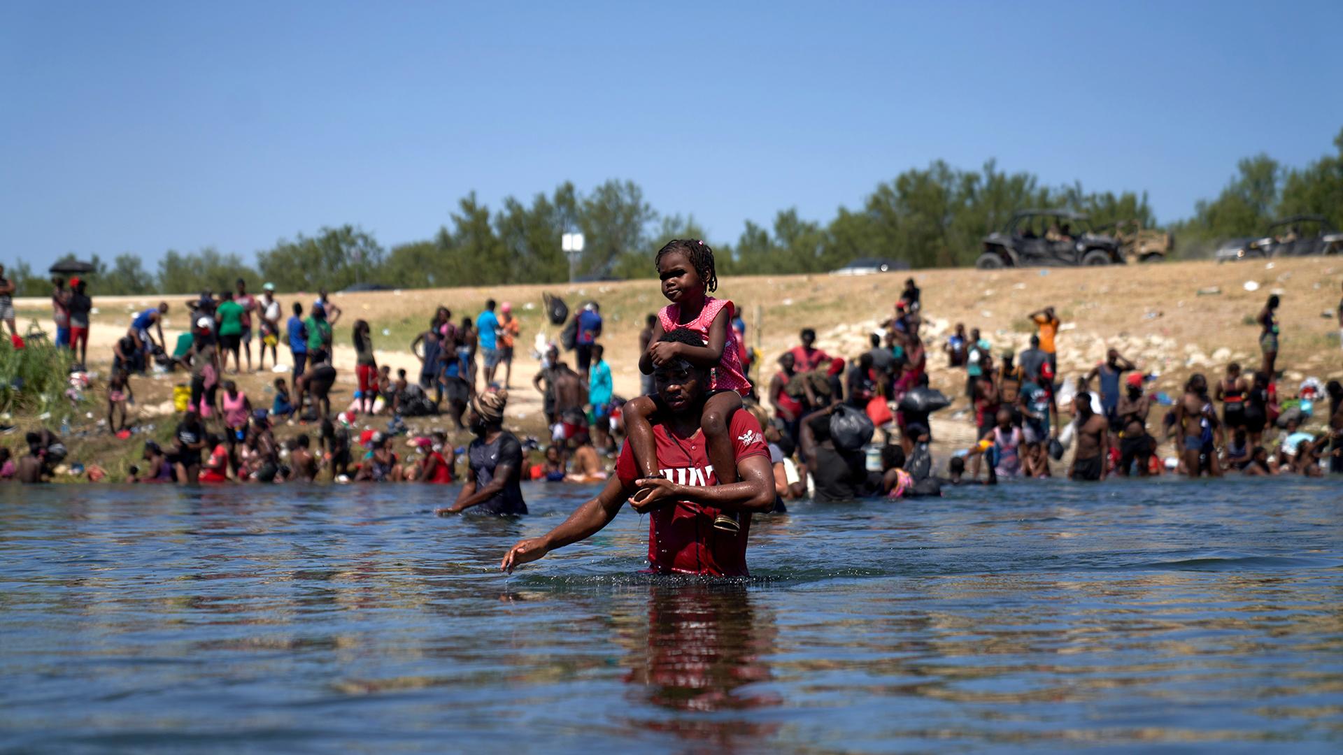 Exigen al gobierno de Biden detener deportaciones de haitianos