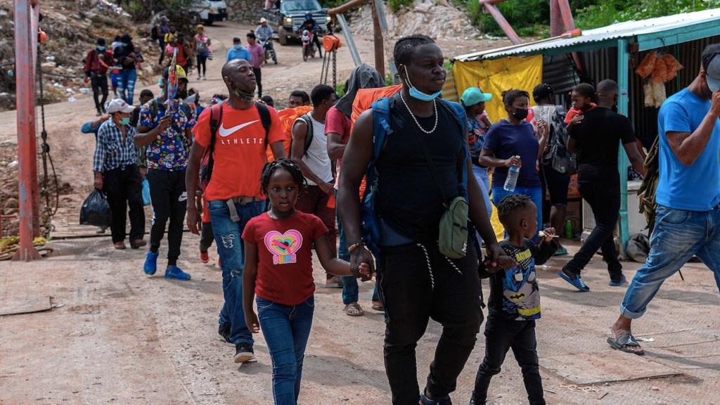 Migrantes haitianos saturan albergues y oficinas del INM - Migrantes haitianos saturan albergues y oficinas del INM. Foto de EFE