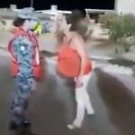 #Video Mujer agrede a militar que no la dejó ingresar a sanitarios