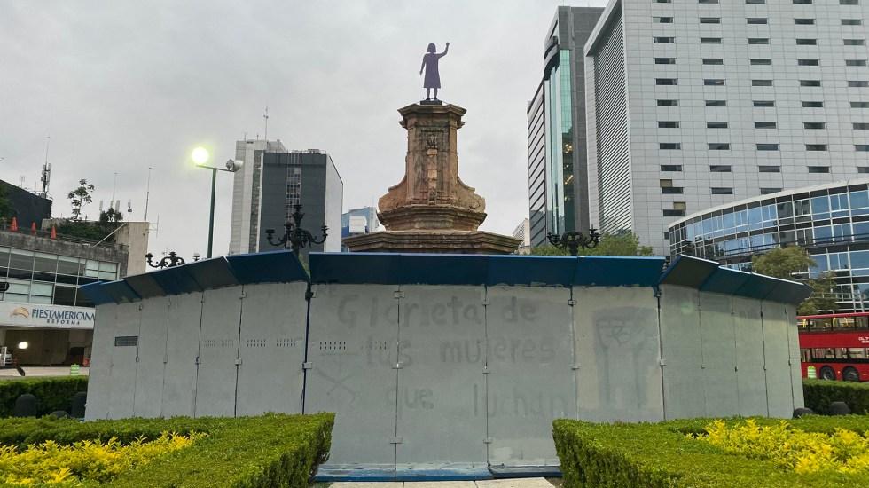 Borran nombres de la 'Glorieta de las mujeres que luchan' - Nombres borrados de 'mujeres que luchan' en antigua Glorieta de Colón