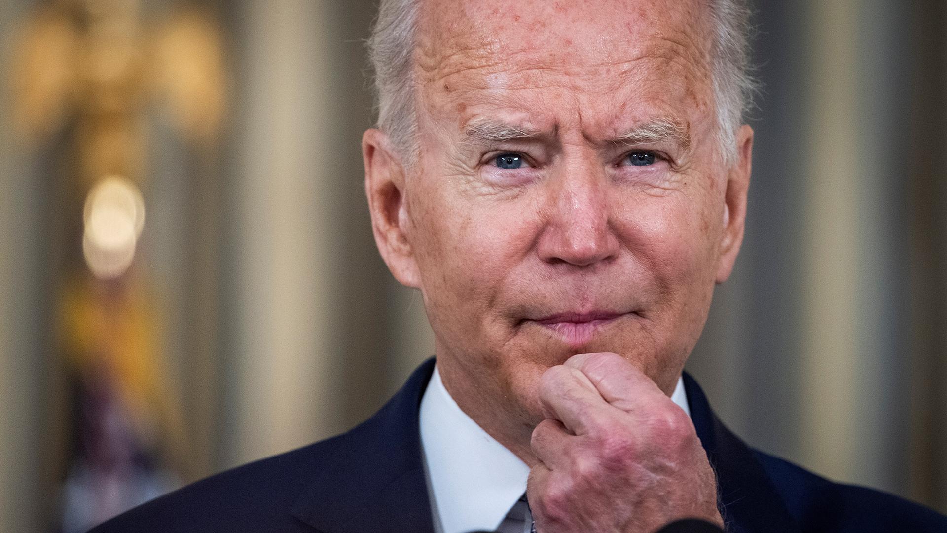 """Biden habla con Xi Jinping sobre cómo evitar que su pugna """"derive en un conflicto"""""""