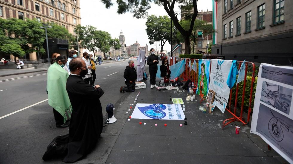 Provida protestan con rezos frente a Suprema Corte por histórico proyecto sobre aborto - Protesta con rezos frente a la Suprema Corte de Justicia de la Nación
