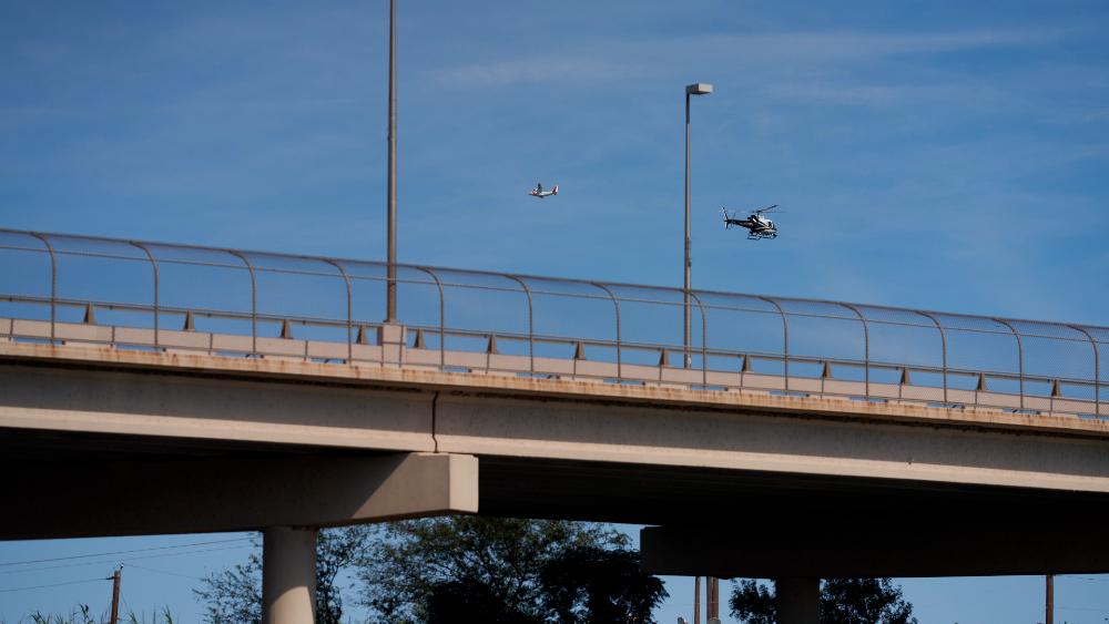 Reabren paso fronterizo en Del Río, Texas, tras retiro de campamento migrante - puente fronterizo Del Río Ciudad Acuña