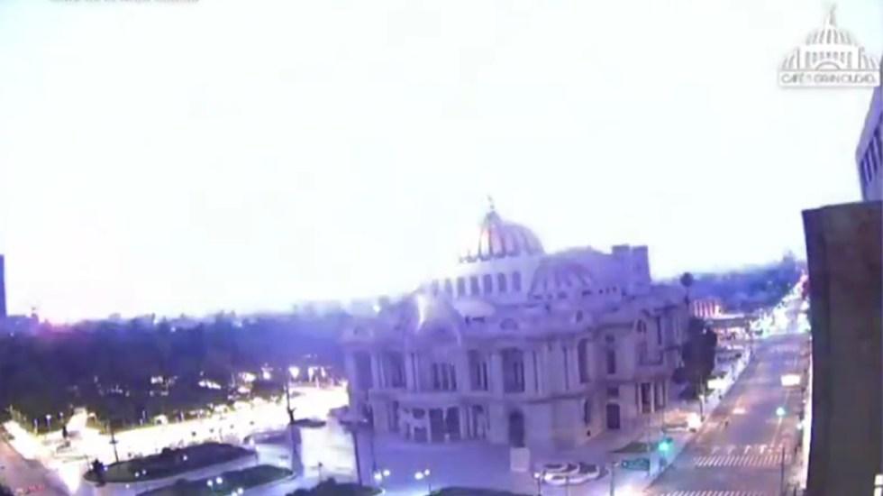#Video Fuerte trueno despierta a habitantes de la Ciudad de México - Rayo en la Ciudad de México