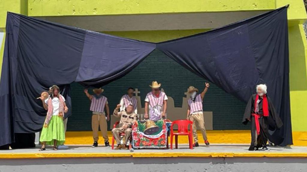 Reos en CDMX celebraron aniversario de Independencia con representaciones y pozole - Representación en cárcel de CDMX sobre la Independencia de México