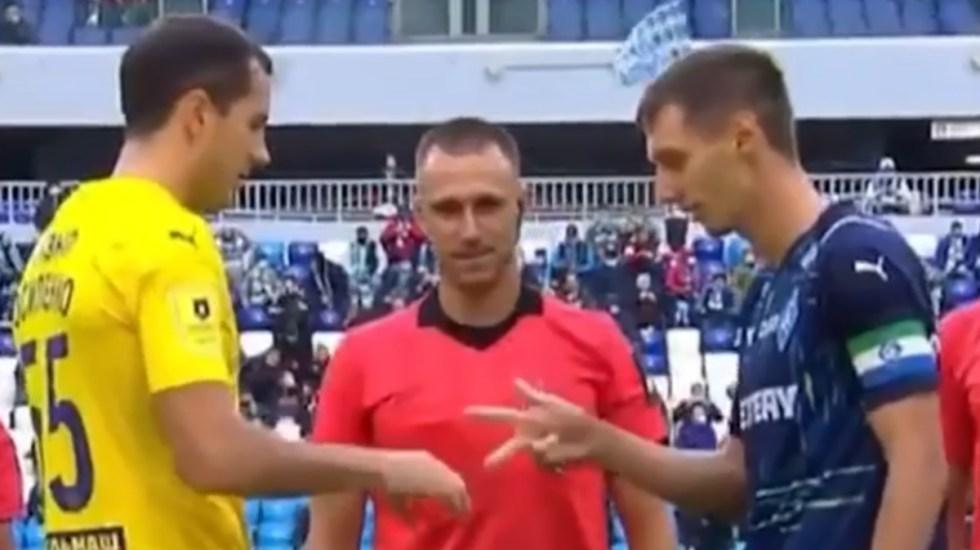 Árbitro define selección de terreno con piedra, papel o tijera - Rusia partido selección terrero piedra papel tijera