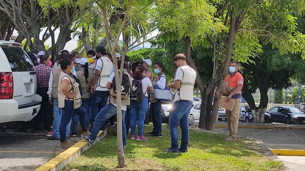 Inicia en Guerrero censo de damnificados por sismo - Servidores públicos de la Secretaría de Bienestar que realizarán censo en Guerrero por sismo. Foto de @AstudilloFloresHector