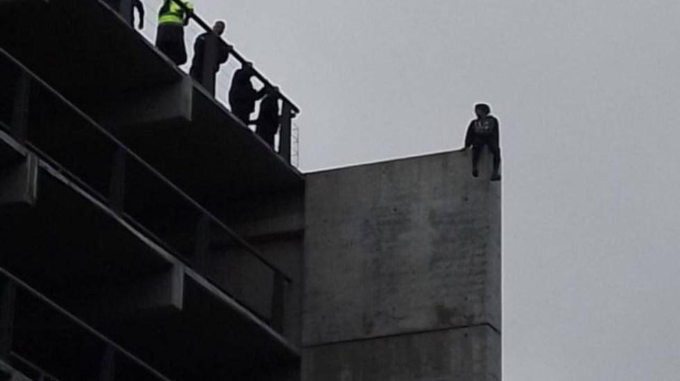 Hombre se suicida en plaza comercial de Zapopan, Jalisco - Hombre se suicida en plaza comercial de Zapopan, Jalisco