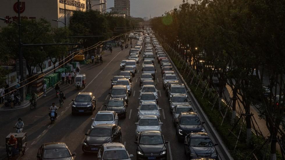 Pandemia de COVID-19 no ha desacelerado el cambio climático - tráfico Beijing China cambio climático
