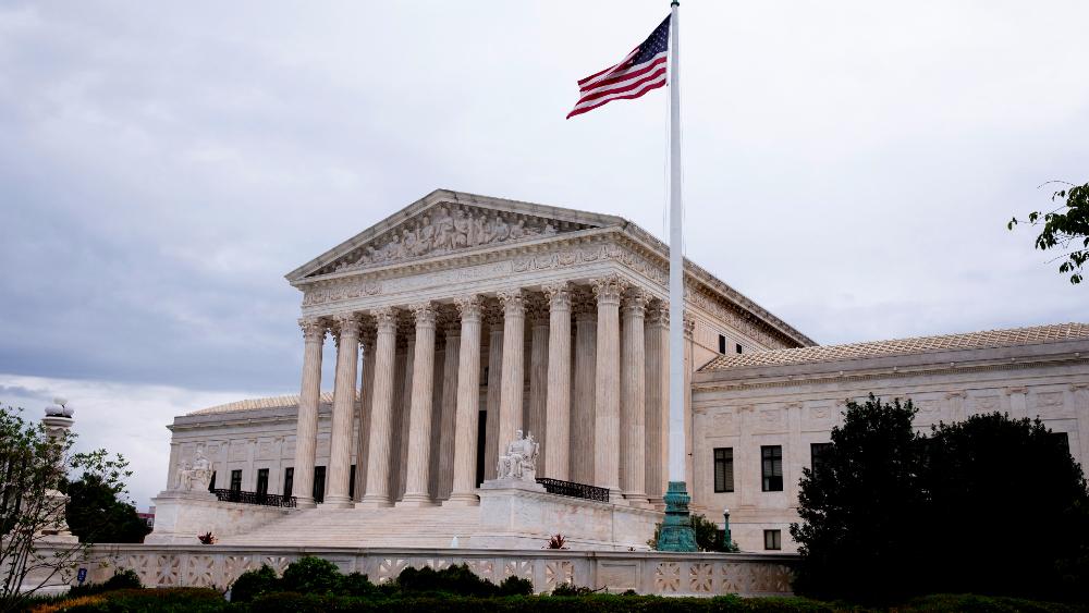 Detenido un hombre por estacionar vehículo sospechoso frente al Tribunal Supremo de EE.UU. - Tribunal Supremo EEUU ley