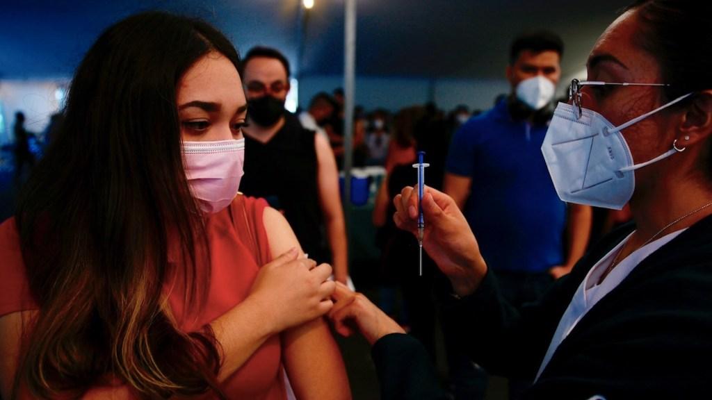 Concluirán esquemas de vacunación en cuatro alcaldías - Vacunación en la Ciudad de México. Foto de EFE