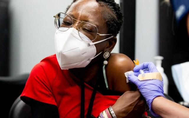 Sesenta millones de estadounidenses podrán ponerse dosis de refuerzo de Pfizer - Vacunación EEUU COVID Pfizer dosis