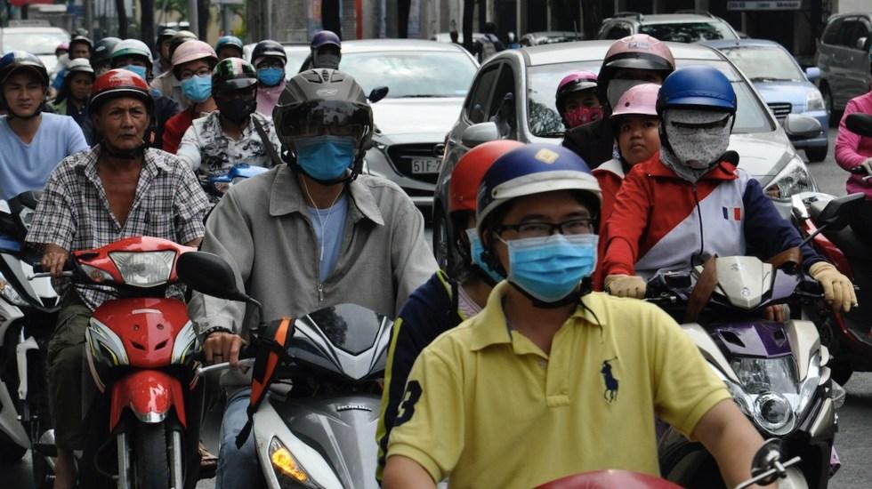 """Condenan a un hombre por """"propagar"""" el COVID-19 en Vietnam - Condenan a un hombre por"""