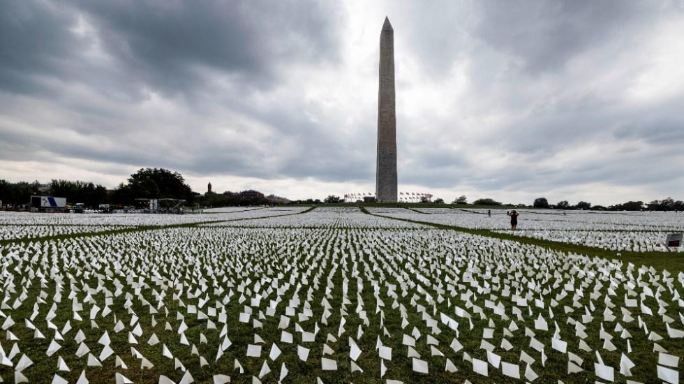 EE.UU. honra a muertos por COVID-19 con 600 mil banderas blancas - Washington EEUU muertos COVID banderas blancas