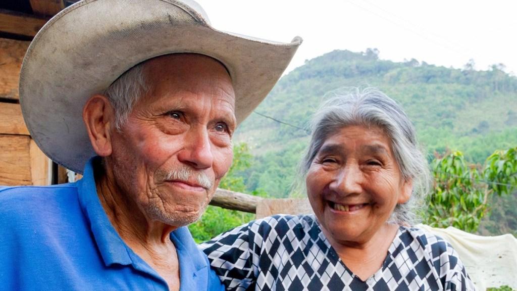 Se aumentará la pensión a adultos mayores conforme a la inflación: AMLO - Adultos mayores beneficiarios de Pensión para el Bienestar. Foto de @bienestarmx