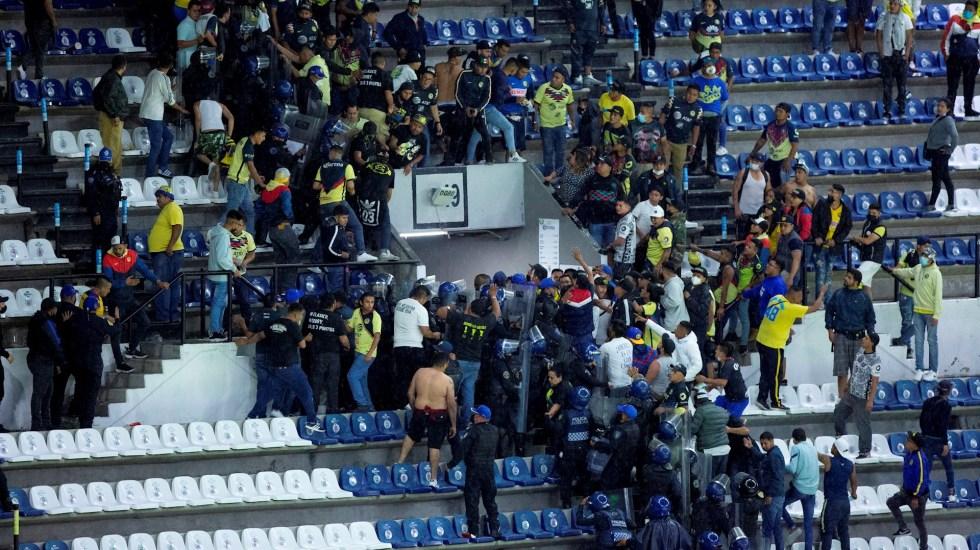 Castigan a Pumas y América por violencia entre aficionados; hay aviso de veto para las Águilas - América Pumas partido aficionados