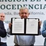 López Obrador firma acuerdo para regularización de autos 'chocolate'