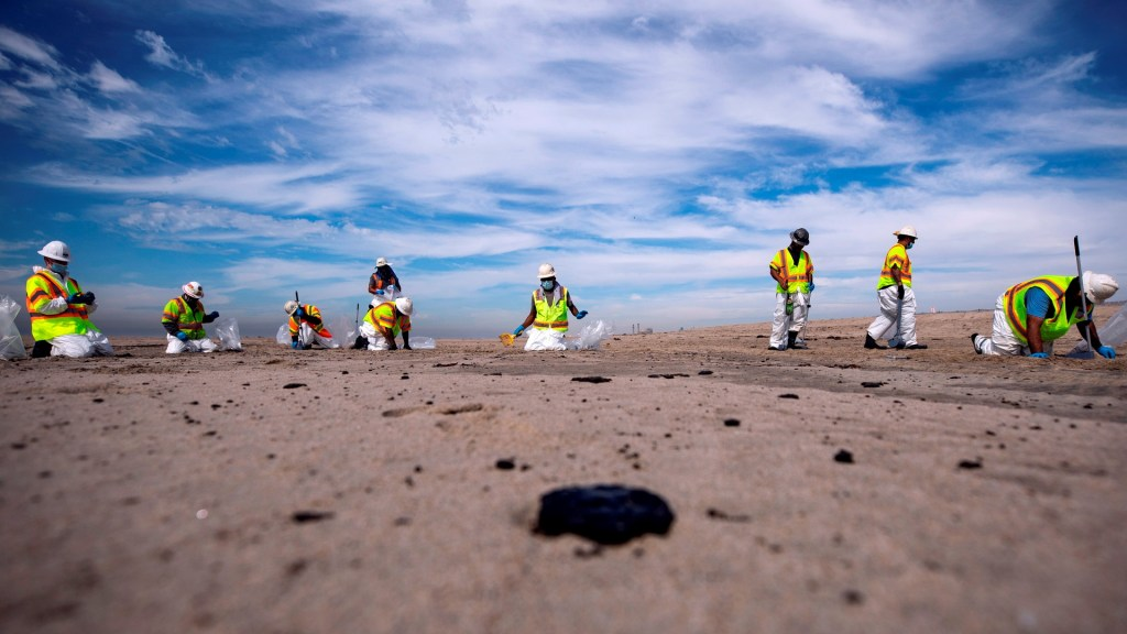 California derrame petróleo playa vertido