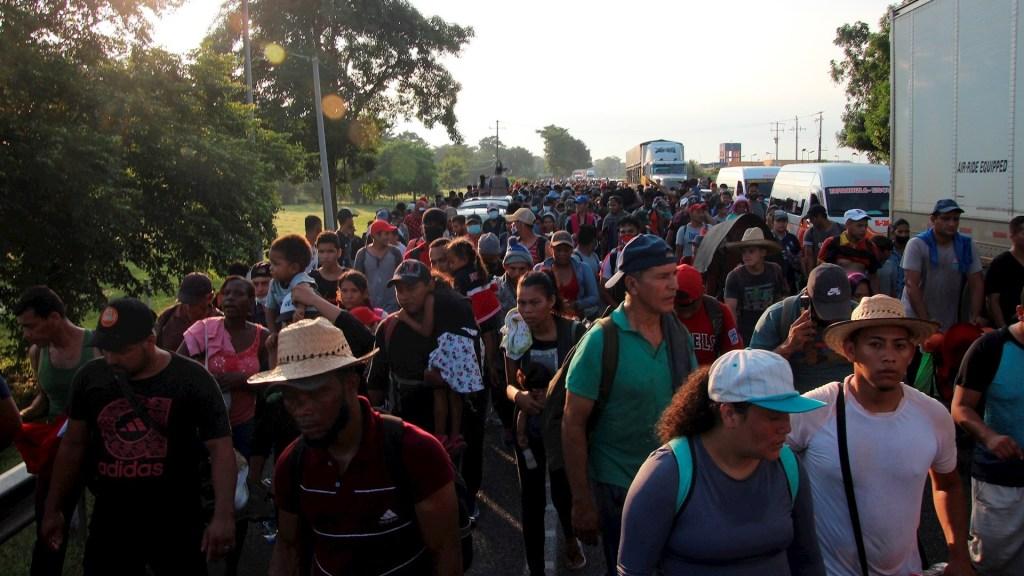 Caravana migrante avanza a paso lento por el sur de México y bajo vigilancia - Caravana Migrante México Chiapas