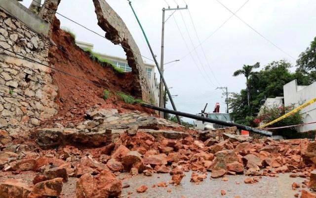 Lluvias, inundaciones y caída de bardas, el saldo de 'Rick' en México - derrumbe barda huracán rick