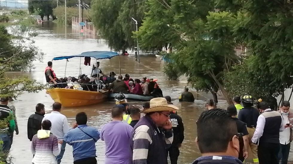 Inundaciones afectan 5 municipios de Querétaro; decenas de familias son desalojadas - Evacuación de familias en San Juan del Río, Qro, por inundaciones