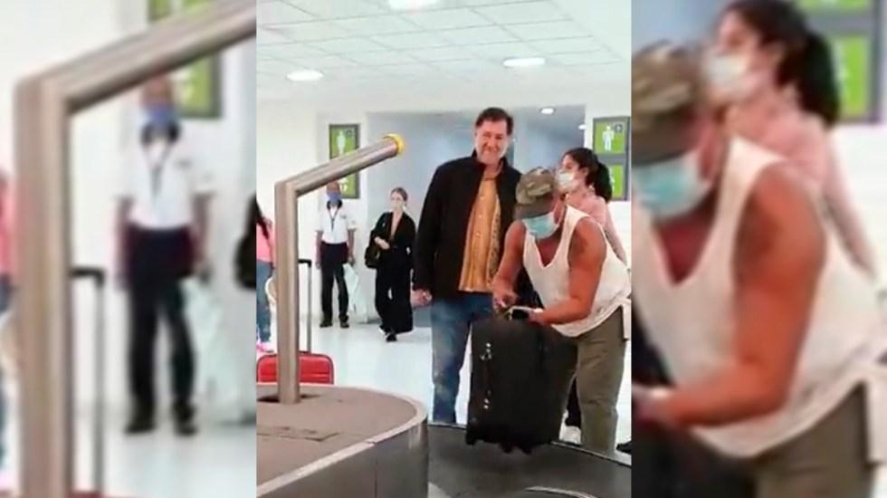 """#Video Reclaman a Fernández Noroña uso de cubrebocas; """"ni así me obligarán a amordazarme"""", responde - Fernández Noroña sin cubrebocas en aeropuerto de Oaxaca"""