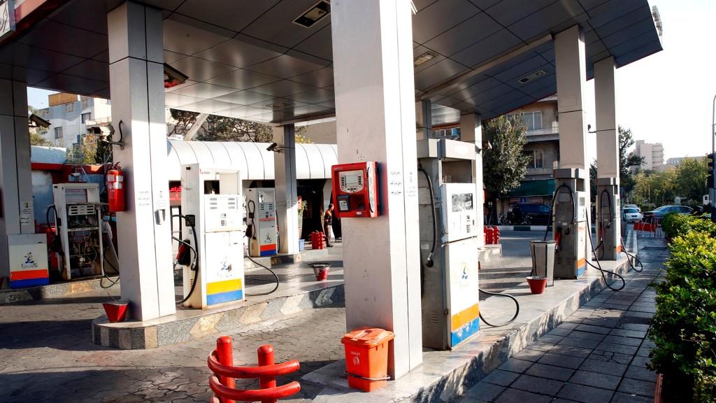 Ataque cibernético inhabilita gasolineras en Irán - Gasolineras en Irán