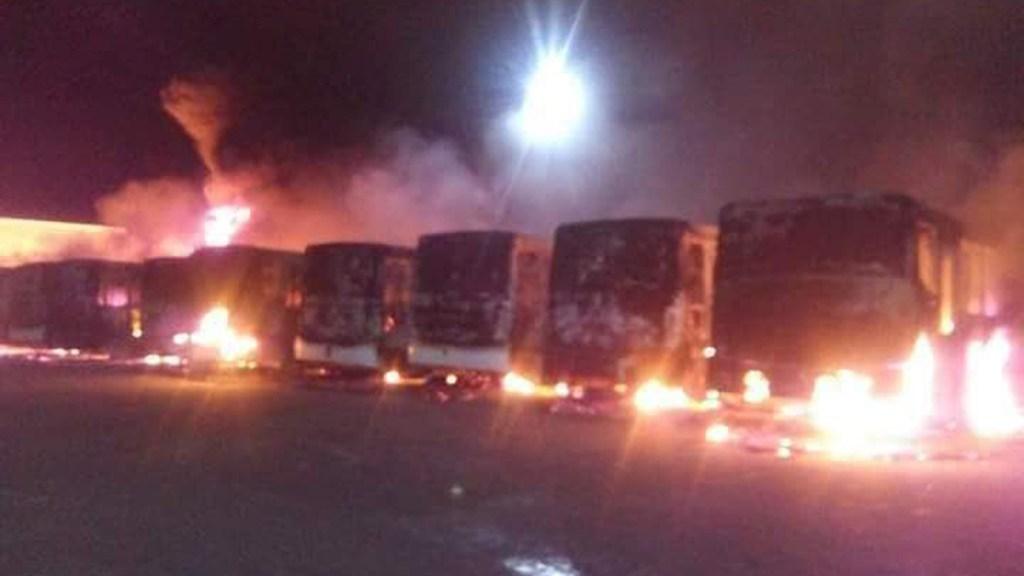 #Video Incendio en San Luis Potosí consume autobuses del transporte público - Incendio de autobuses en San Luis Potosí