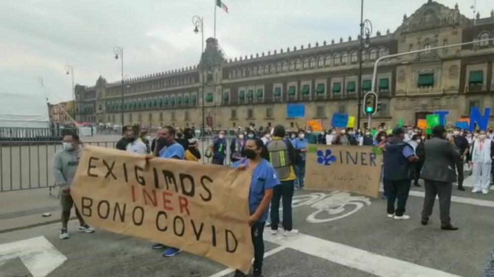 Personal del INER marcha en el Zócalo por falta de bono por COVID-19 - INER bono COVID-19 Zócalo Palacio Nacional