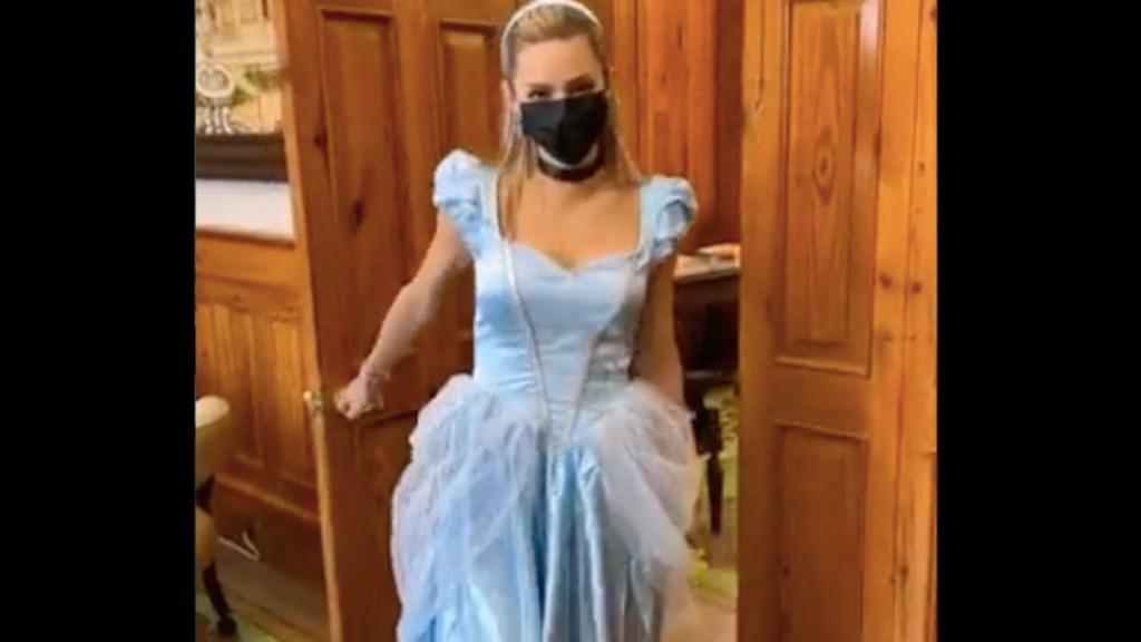 """""""Llega una princesa al palacio"""", Samuel García comparte video de Mariana Rodríguez disfrazada -"""