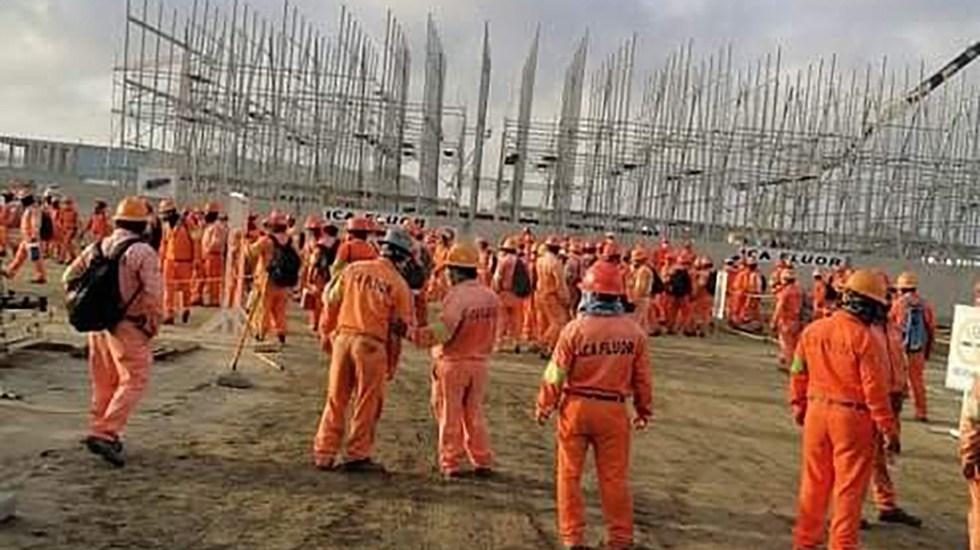 AMLO pide a trabajadores de Dos Bocas no dejarse manipular - Obreros de Dos Bocas en paro laboral
