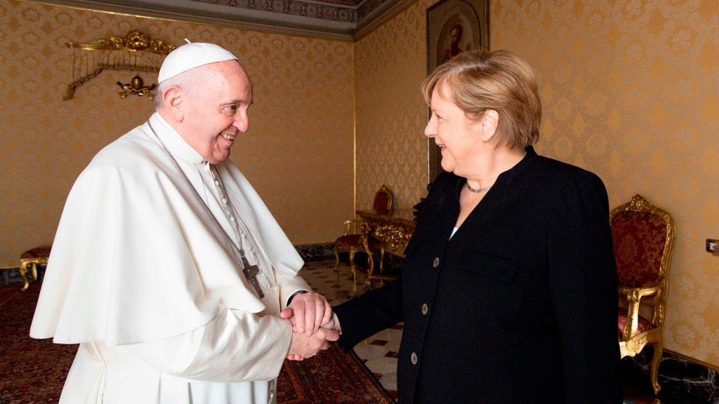 Merkel se despide del papa Francisco con reunión sobre desafíos políticos y climáticos - Papa Francisco con Angela Merkel