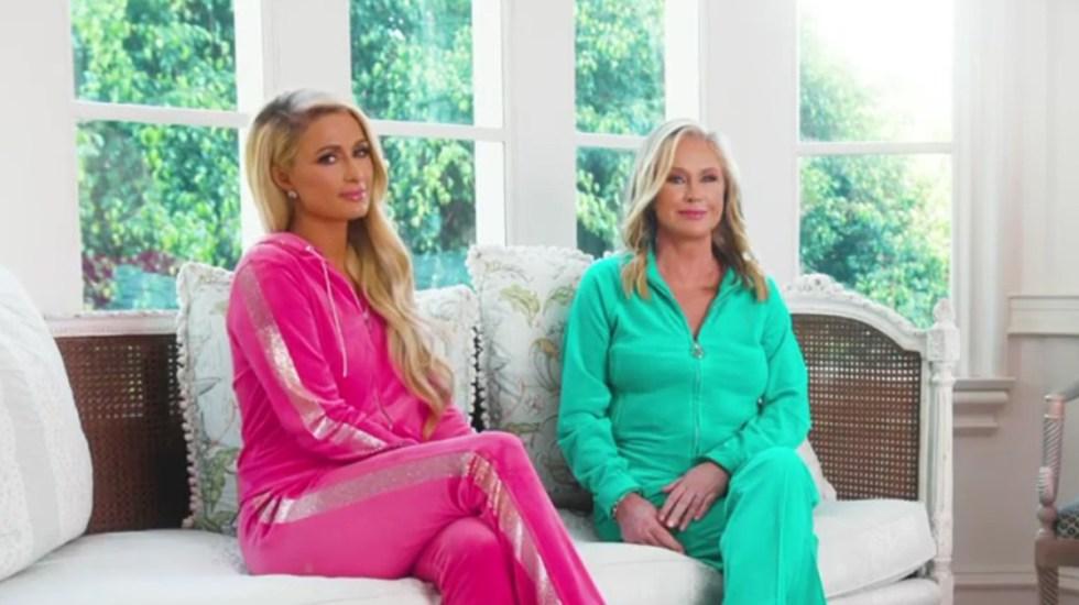 Mamá de Paris Hilton pedía ayuda a paparazzi para encontrar a la modelo - Paris Hilton con su mamá