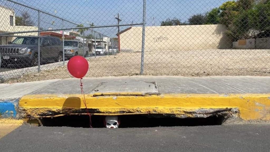 Pennywise aparece en alcantarilla de Nuevo León - Pennywise aparece en alcantarilla de Monterrey. Foto de Facebook Israel Santacruz