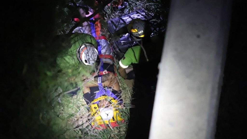 Joven cae a río en Nuevo León al intentar tomar foto desde puente - Rescate de joven de río Pesquería en Nuevo León