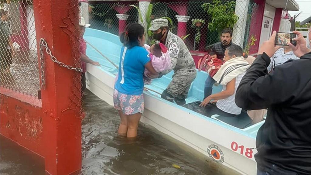 #Video Lluvias inundan Lerdo de Tejada en Veracruz; rescataron personas en lanchas - Rescate de personas en Lerdo de Tejada, Veracruz, por lluvias