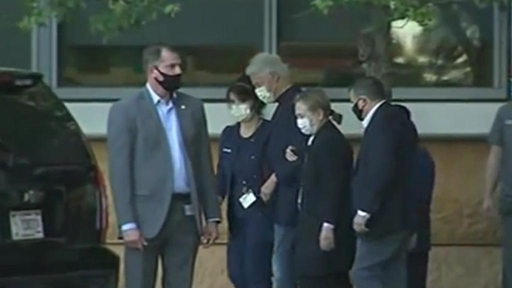 Bill Clinton sale del hospital tras permanecer en cuidados intensivos - Salida de Bill Clinton del hospital