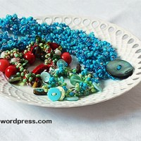 Pärlvirkade smycken med beskrivning