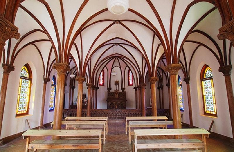 旧野首教会内の写真1