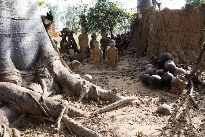DE L'AFRIQUE AUX CARAÏBES: LES RACINES AFRICAINES DU VAUDOU (2)