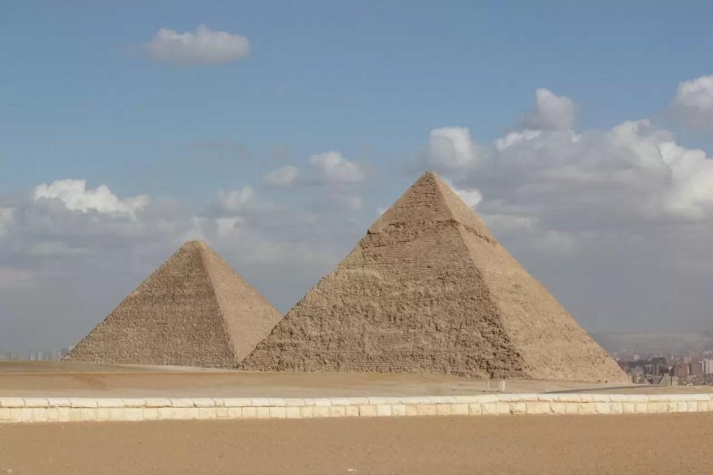 Les pyramides de gyzeh seraient elles liées aux ondes de formes ?