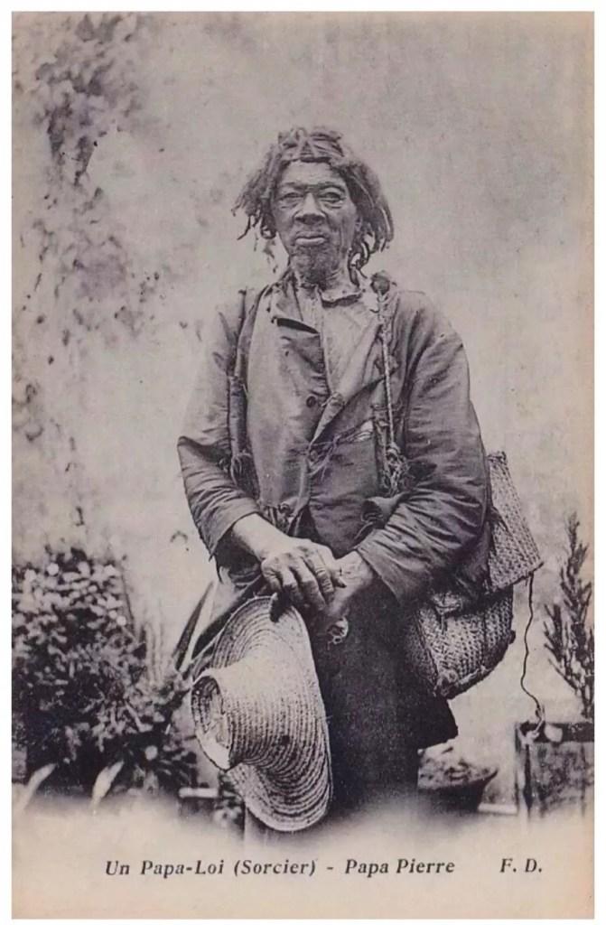 Vieille photo d'un Houngan ou sorcier vaudou.