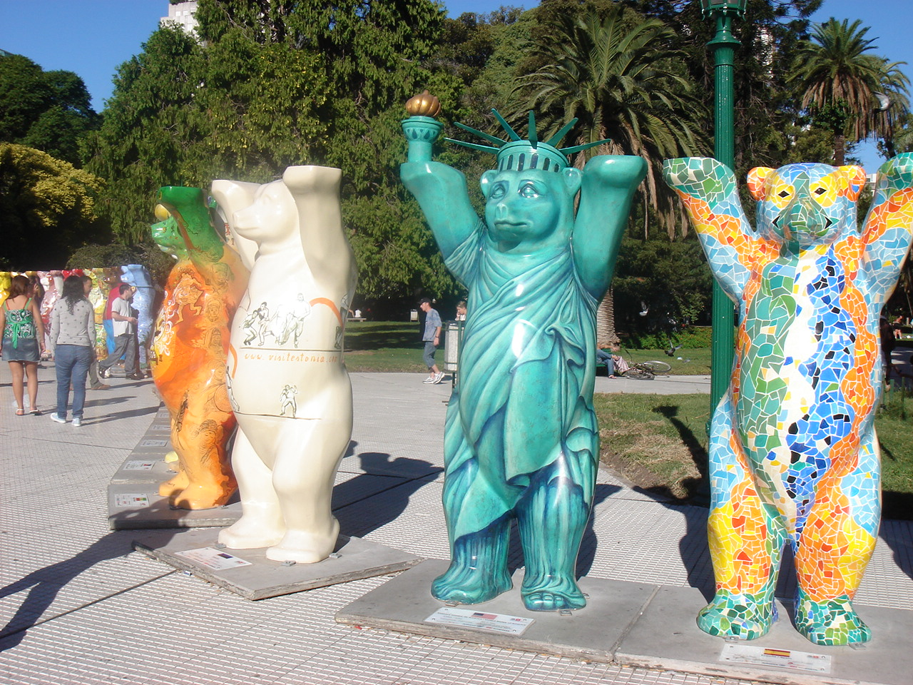 the American bear, for traveling UN peace project, through art