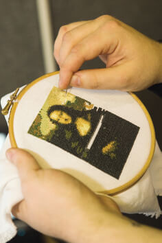 Cross Stitch Mona Lisa by MrXStitch (source: mrxstitch.com)